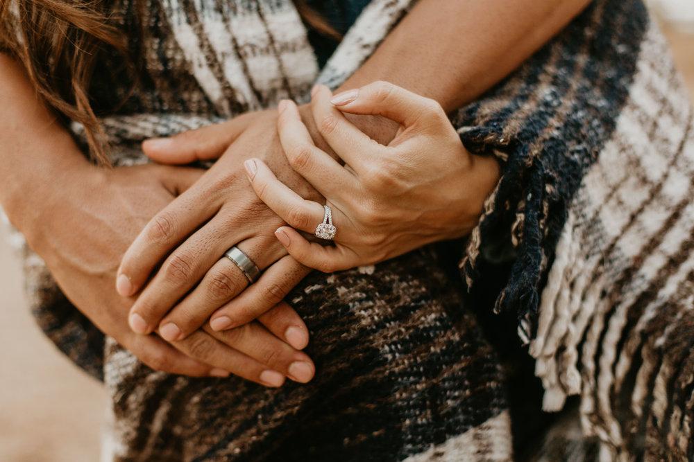 nicole-daacke-photography-cape-flattery-cozy-cabin-engagement-photos-intimate-wedding-and-adventurous-elopement-photographer-15.jpg
