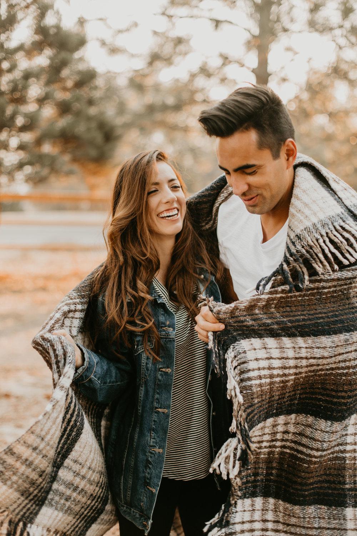 nicole-daacke-photography-cape-flattery-cozy-cabin-engagement-photos-intimate-wedding-and-adventurous-elopement-photographer-18.jpg