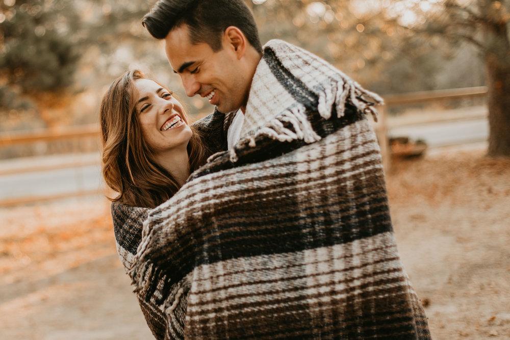 nicole-daacke-photography-cape-flattery-cozy-cabin-engagement-photos-intimate-wedding-and-adventurous-elopement-photographer-19.jpg