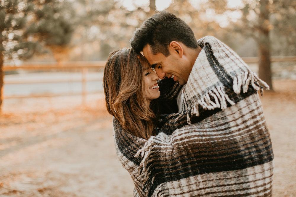 nicole-daacke-photography-cape-flattery-cozy-cabin-engagement-photos-intimate-wedding-and-adventurous-elopement-photographer-21.jpg