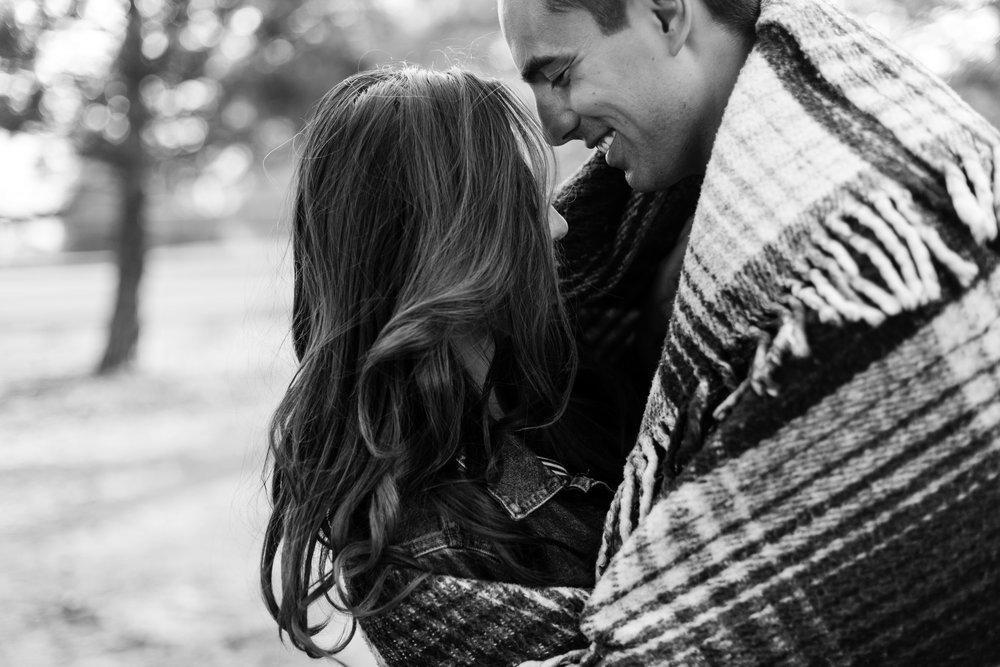 nicole-daacke-photography-cape-flattery-cozy-cabin-engagement-photos-intimate-wedding-and-adventurous-elopement-photographer-24.jpg