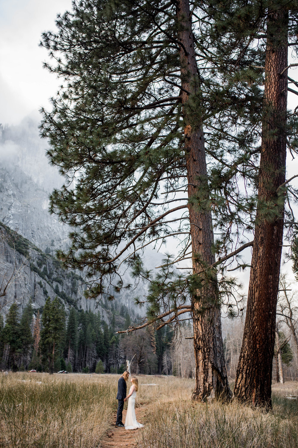 Nicole-Daacke-Photography-Adventurous-Elopement-Intimiate-Wedding-Destination-Wedding-Yosemite-National-Park-Laid-Back-Love-Photographer-12.jpg