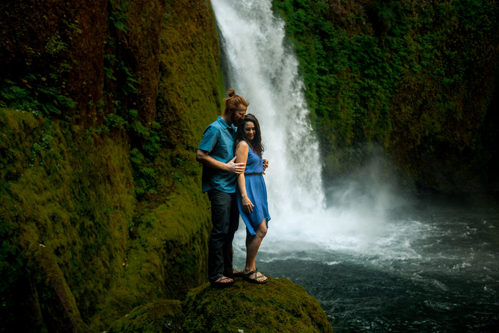 nicole-daacke-photography-wahclella-falls-waterfall-engagement-session-portland-engagement-photographer-columbia-river-gorge-oregon-elopement-photographer-12.jpg
