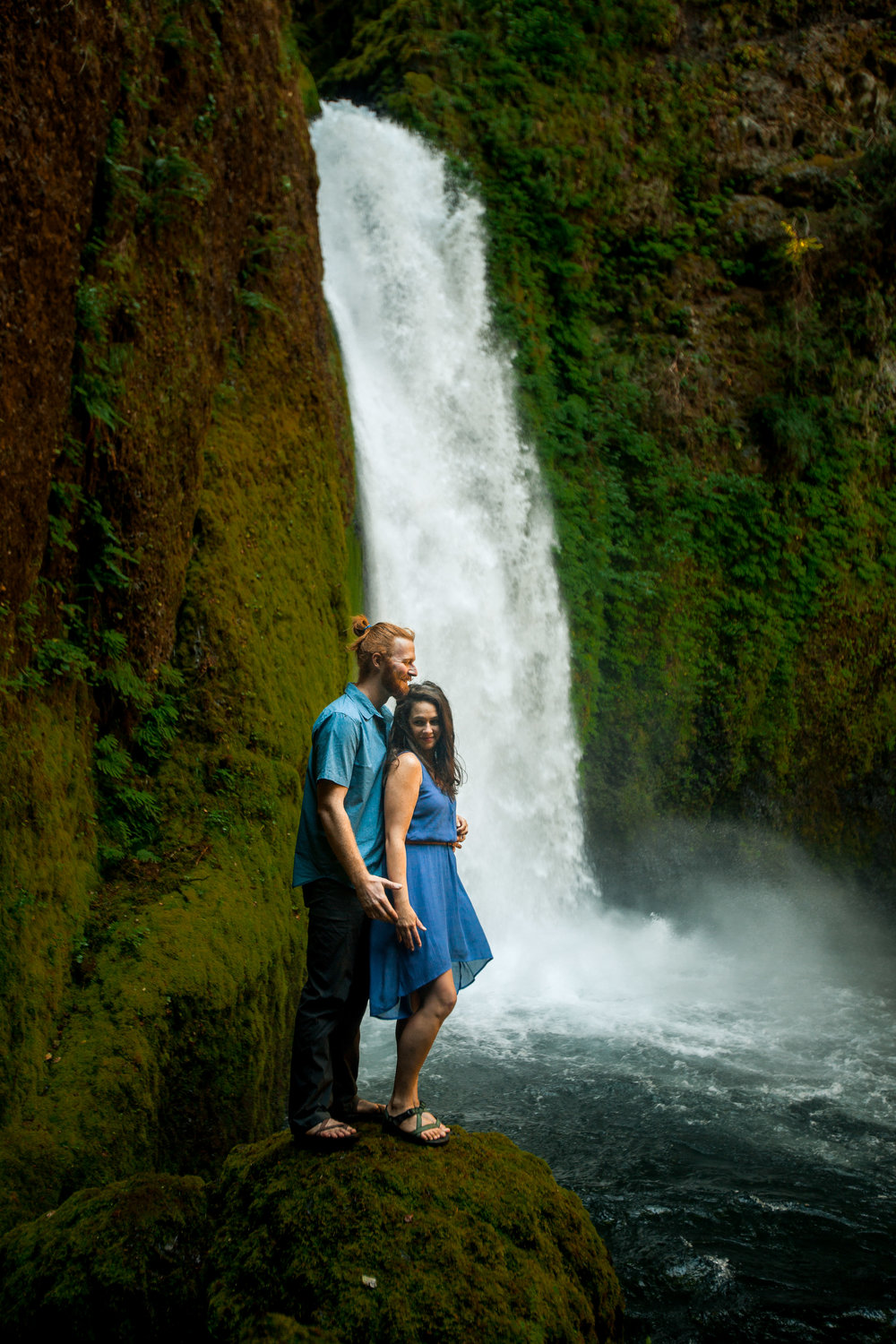 nicole-daacke-photography-wahclella-falls-waterfall-engagement-session-portland-engagement-photographer-columbia-river-gorge-oregon-elopement-photographer-13.jpg