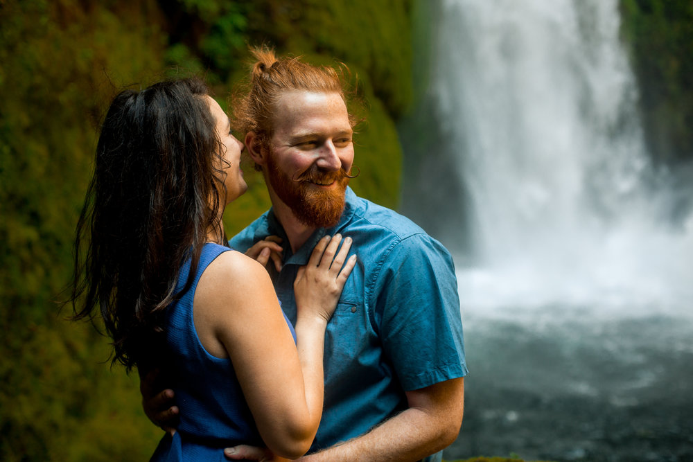 nicole-daacke-photography-wahclella-falls-waterfall-engagement-session-portland-engagement-photographer-columbia-river-gorge-oregon-elopement-photographer-17.jpg