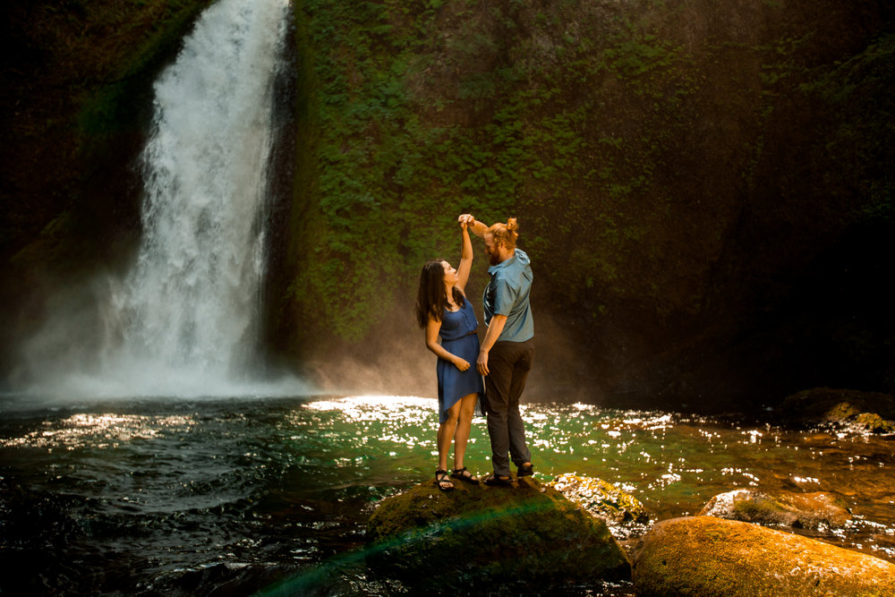 nicole-daacke-photography-wahclella-falls-waterfall-engagement-session-portland-engagement-photographer-columbia-river-gorge-oregon-elopement-photographer-30.jpg
