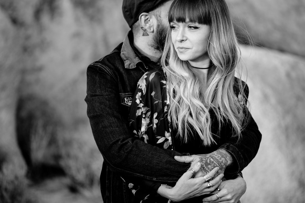 nicole-daacke-photography-joshua-tree-cactus-garden-engagement-photos-joshua-tree-national-park-enegagement-session-edgy-hipster-california-cholla-garden-golden-sunset-session-35.jpg