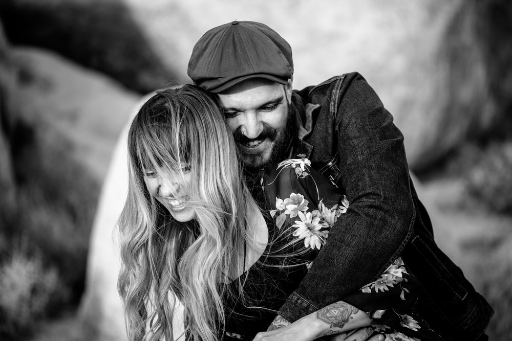 nicole-daacke-photography-joshua-tree-cactus-garden-engagement-photos-joshua-tree-national-park-enegagement-session-edgy-hipster-california-cholla-garden-golden-sunset-session-37.jpg
