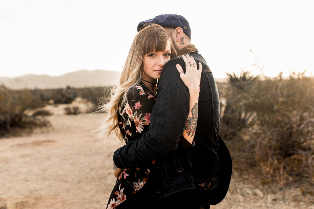 nicole-daacke-photography-joshua-tree-cactus-garden-engagement-photos-joshua-tree-national-park-enegagement-session-edgy-hipster-california-cholla-garden-golden-sunset-session-50.jpg
