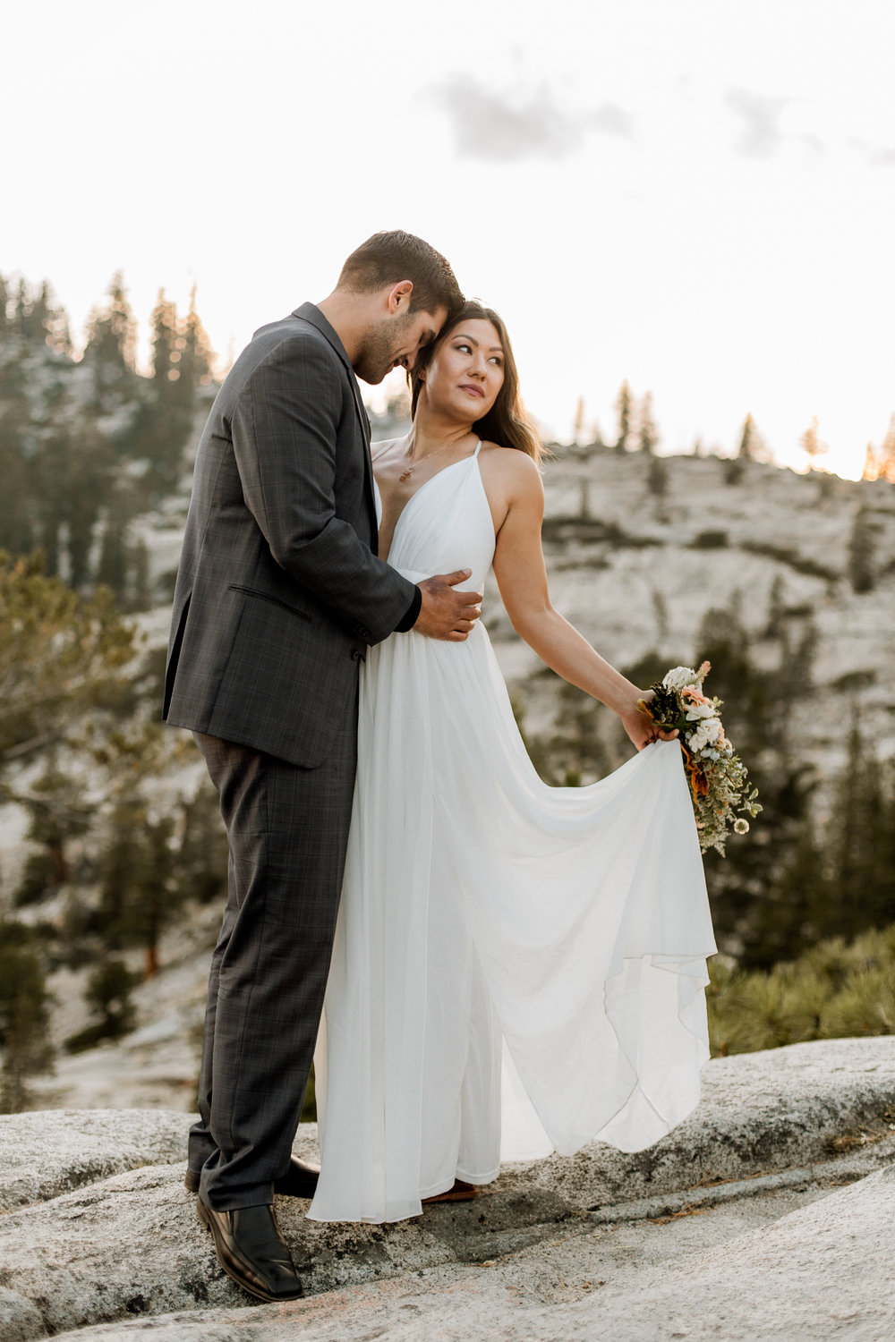 nicole-daacke-photography-yosemite-national-park-fall-elopement-adventurous-free-spirit-boho-bohemian-elopement-olmsted-point-yosemite-california-elope-adventure-elopement-photographer-28.jpg
