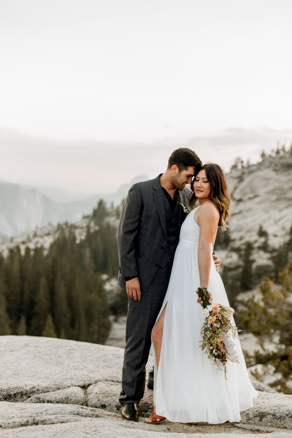 nicole-daacke-photography-yosemite-national-park-fall-elopement-adventurous-free-spirit-boho-bohemian-elopement-olmsted-point-yosemite-california-elope-adventure-elopement-photographer-31.jpg