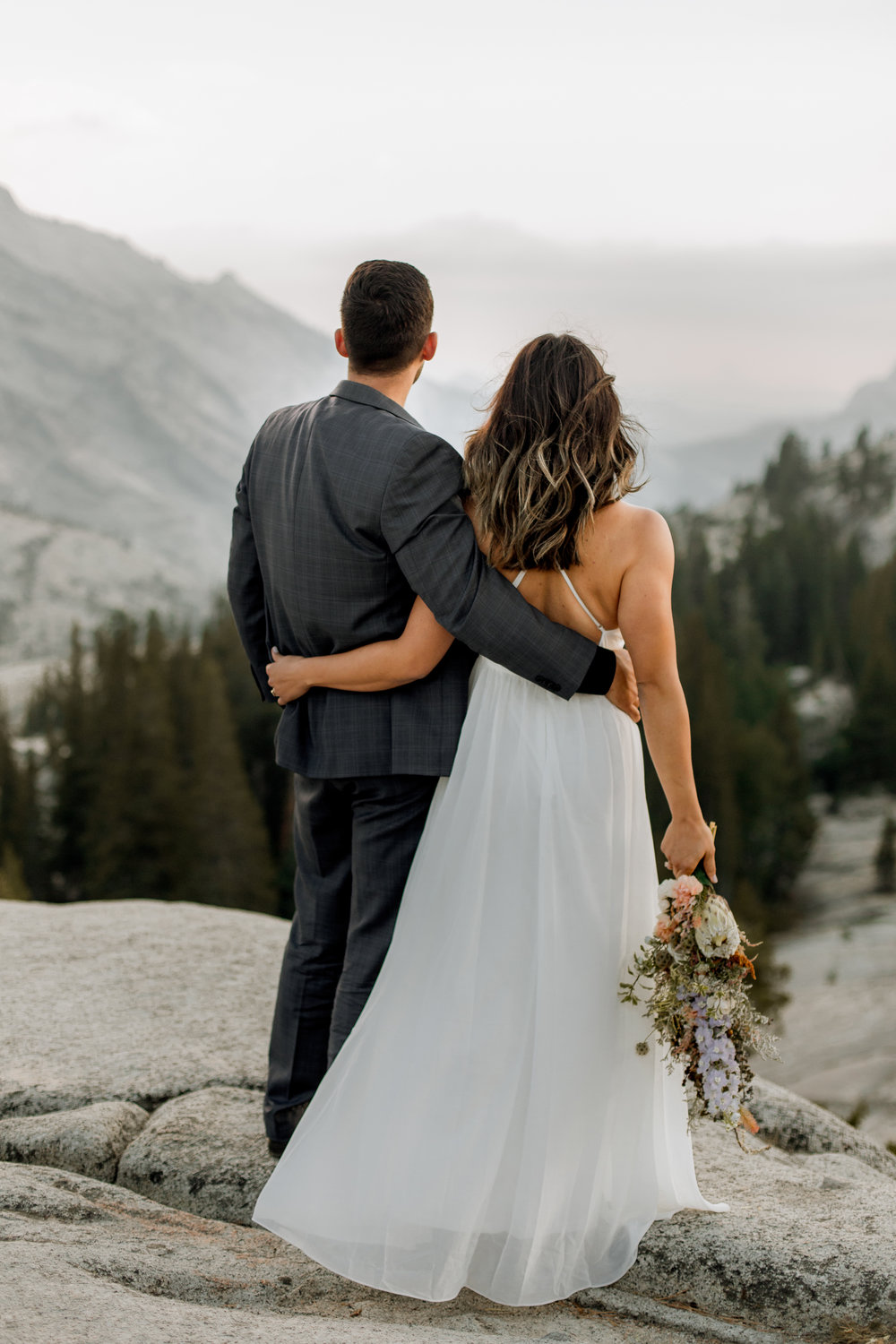 nicole-daacke-photography-yosemite-national-park-fall-elopement-adventurous-free-spirit-boho-bohemian-elopement-olmsted-point-yosemite-california-elope-adventure-elopement-photographer-39.jpg