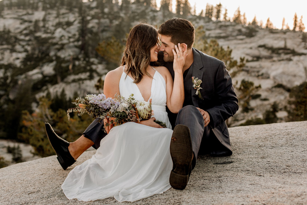 nicole-daacke-photography-yosemite-national-park-fall-elopement-adventurous-free-spirit-boho-bohemian-elopement-olmsted-point-yosemite-california-elope-adventure-elopement-photographer-51.jpg