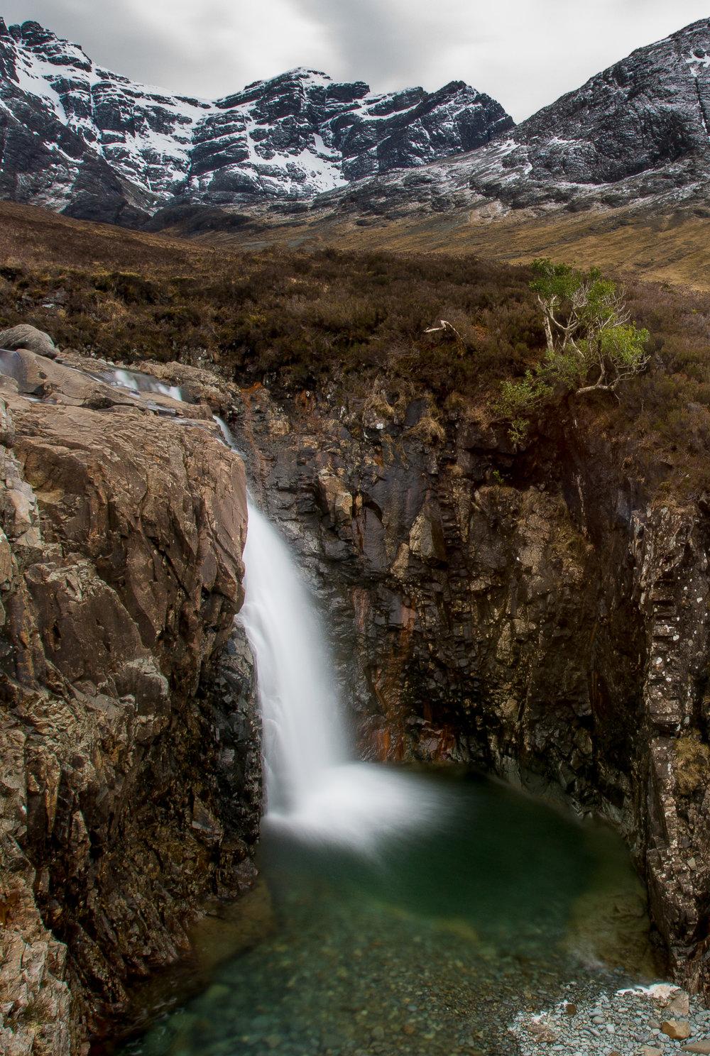 nicole-daacke-photography-scottish-highlands-elopement-wedding-photographer-isle-of-skye-elopement-photography-scotland-landscape-photography-culloden-inverness-stirling-destination-wedding-united-kindgom-wedding-photographer-30.jpg