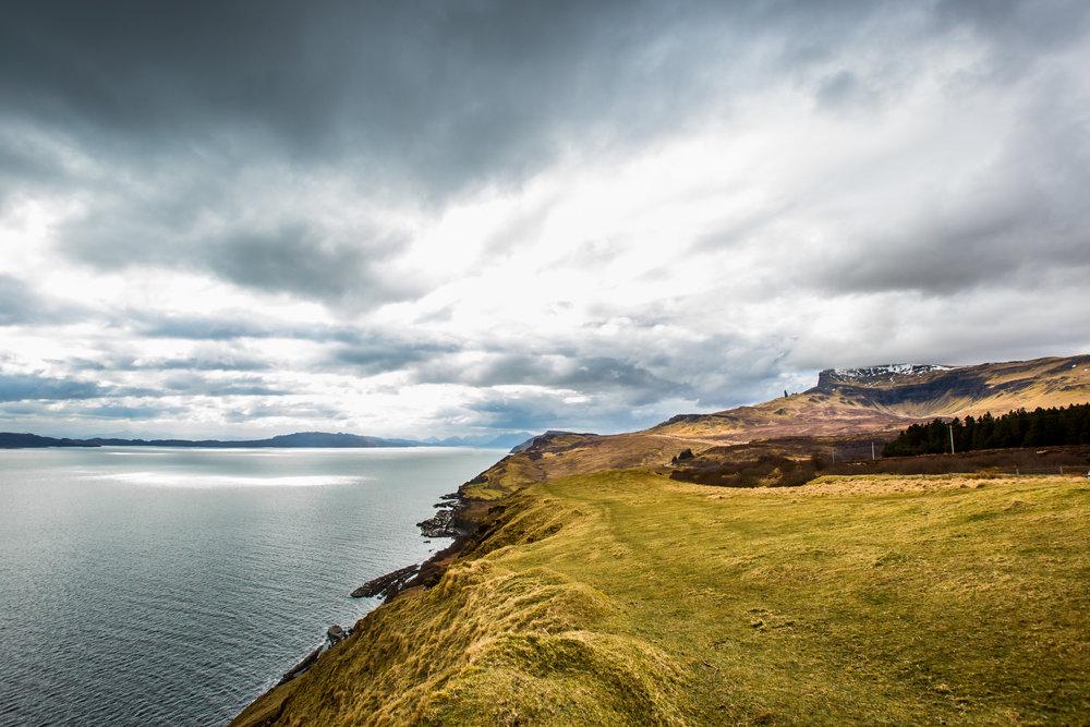 nicole-daacke-photography-scottish-highlands-elopement-wedding-photographer-isle-of-skye-elopement-photography-scotland-landscape-photography-culloden-inverness-stirling-destination-wedding-united-kindgom-wedding-photographer-37.jpg