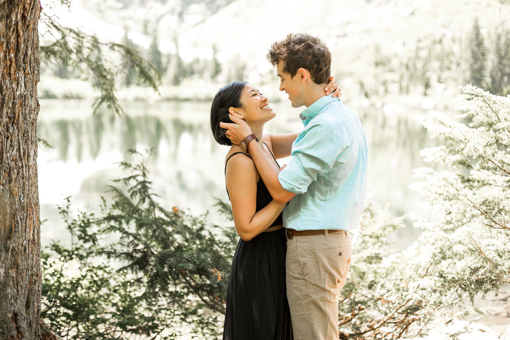 nicole-daacke-photography-hiking-engagement-session-in-snoqualmie-pass-washington-wedding-photographer-seattle-elopement-photography-adventurous-hiking-photos-heather-lake-washington-trails-7.jpg