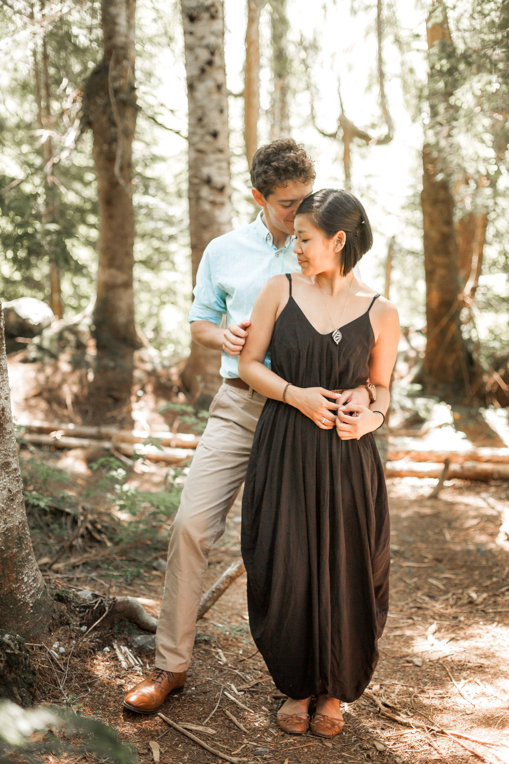 nicole-daacke-photography-hiking-engagement-session-in-snoqualmie-pass-washington-wedding-photographer-seattle-elopement-photography-adventurous-hiking-photos-heather-lake-washington-trails-9.jpg