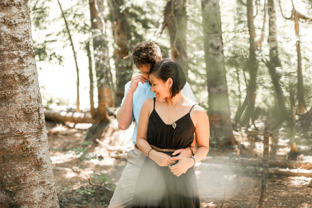 nicole-daacke-photography-hiking-engagement-session-in-snoqualmie-pass-washington-wedding-photographer-seattle-elopement-photography-adventurous-hiking-photos-heather-lake-washington-trails-11.jpg