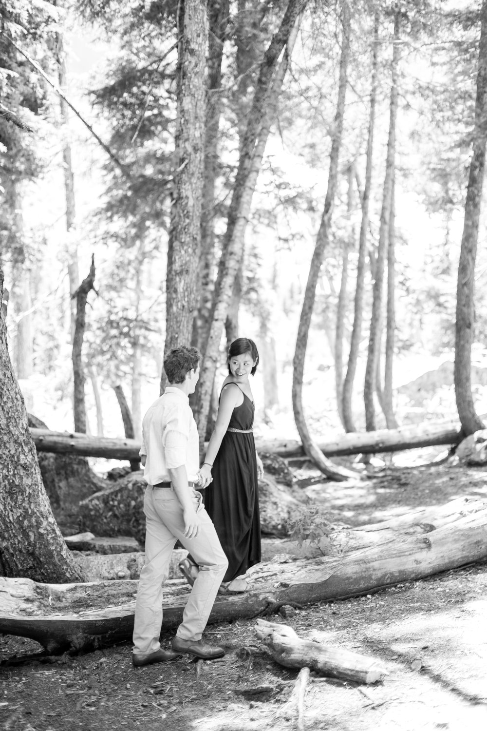 nicole-daacke-photography-hiking-engagement-session-in-snoqualmie-pass-washington-wedding-photographer-seattle-elopement-photography-adventurous-hiking-photos-heather-lake-washington-trails-16.jpg