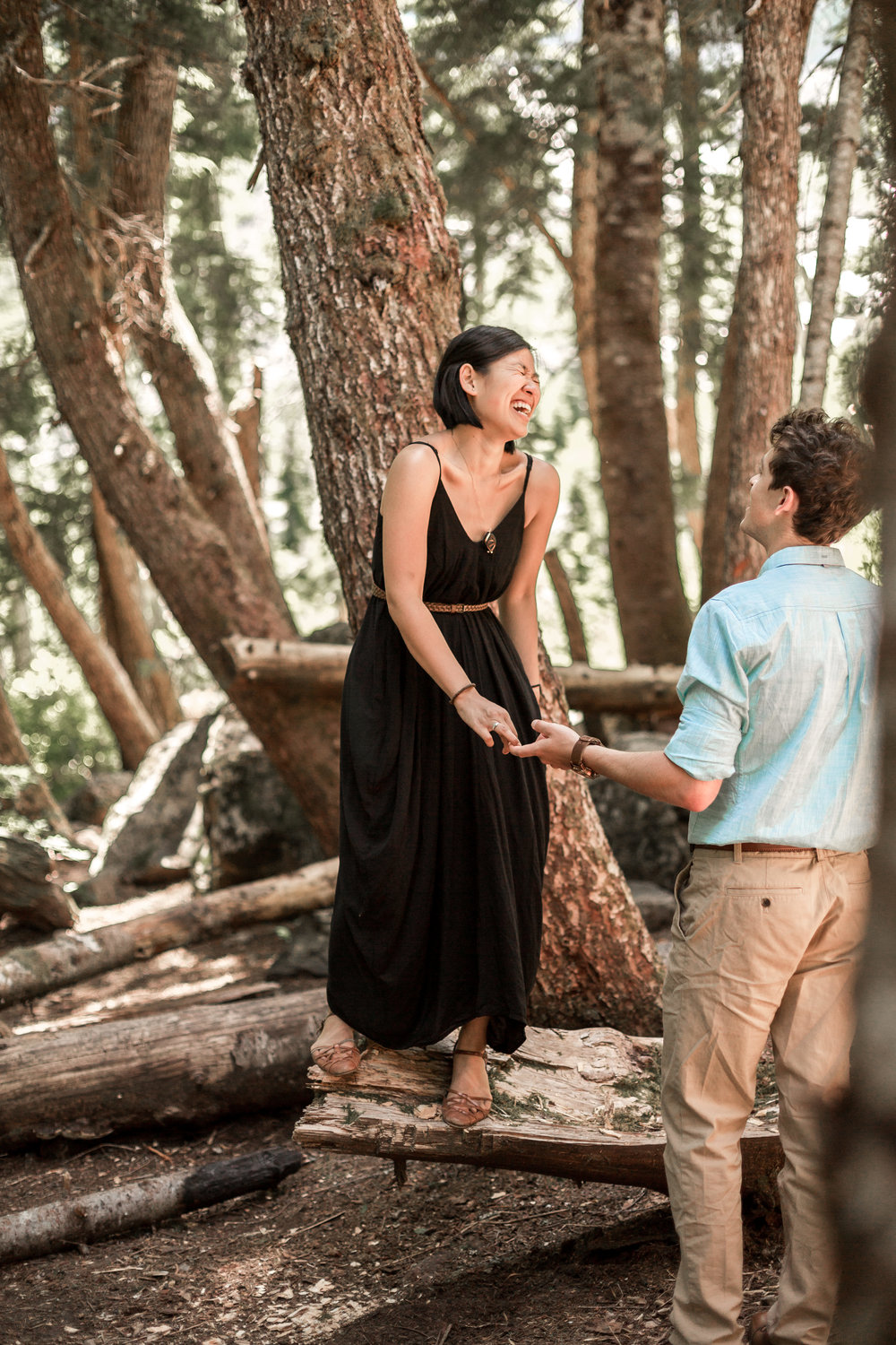 nicole-daacke-photography-hiking-engagement-session-in-snoqualmie-pass-washington-wedding-photographer-seattle-elopement-photography-adventurous-hiking-photos-heather-lake-washington-trails-17.jpg