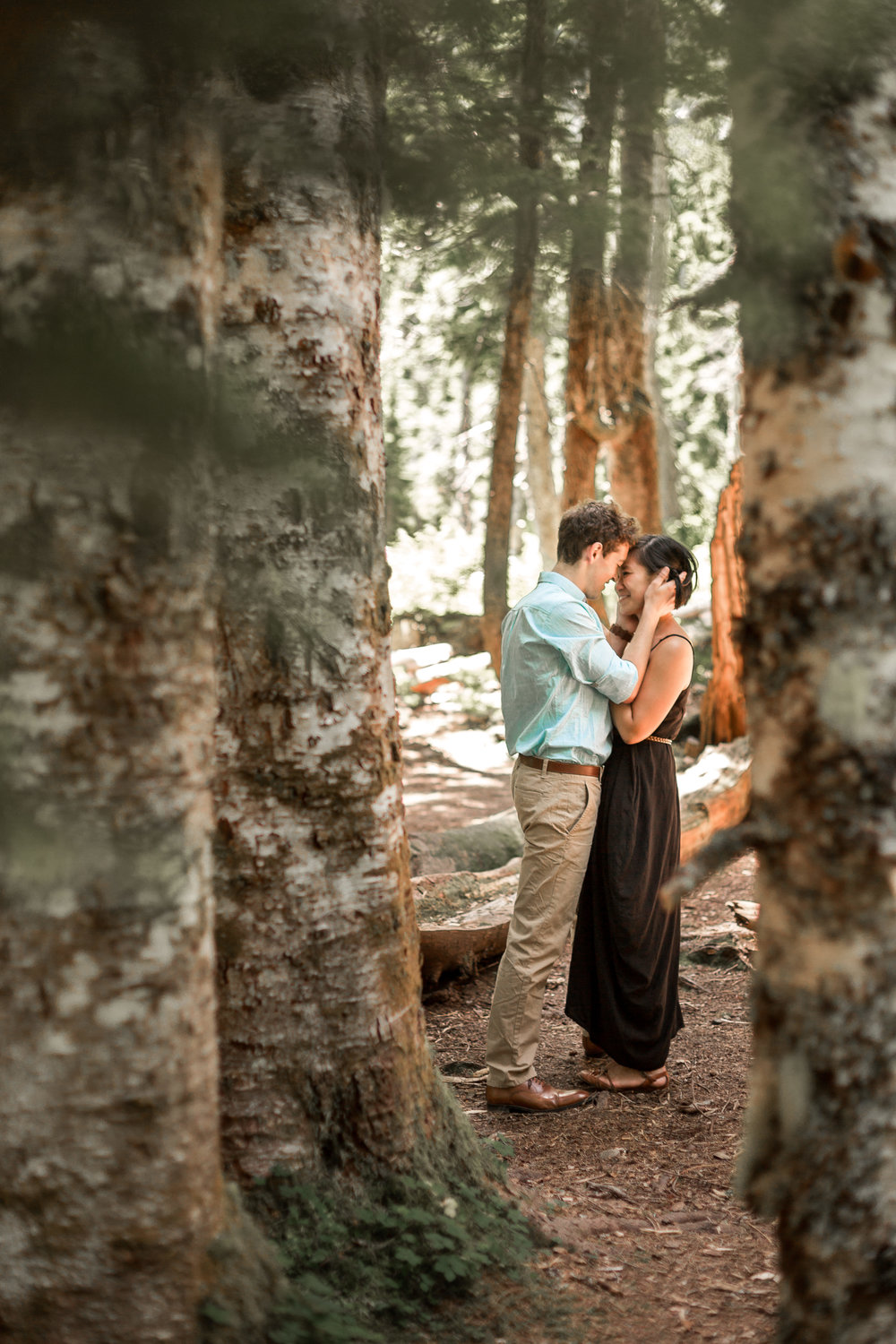 nicole-daacke-photography-hiking-engagement-session-in-snoqualmie-pass-washington-wedding-photographer-seattle-elopement-photography-adventurous-hiking-photos-heather-lake-washington-trails-19.jpg