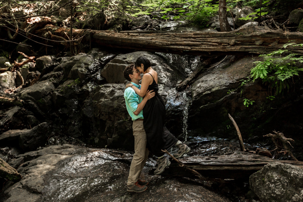 nicole-daacke-photography-hiking-engagement-session-in-snoqualmie-pass-washington-wedding-photographer-seattle-elopement-photography-adventurous-hiking-photos-heather-lake-washington-trails-28.jpg