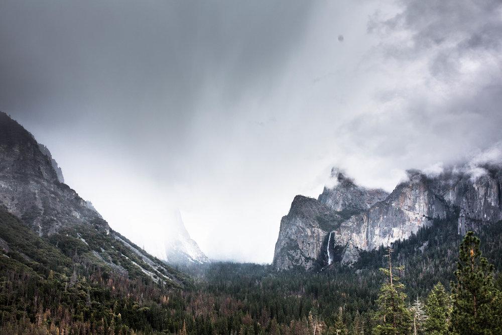 Nicole-Daacke-Photography-Vibrant-Landscape-National-Geographic-Yosemite-National-Park-California-Foggy-Photography-32.jpg