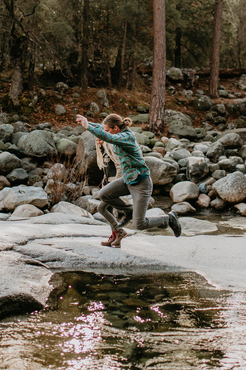 nicole-daacke-photography-yosemite-riverside-adventurous-engagement-photos-in-yosemite-national-park-elopement-photographer-weddings-travel-destination-wedding-eloping-elope-pine-forest-3.jpg