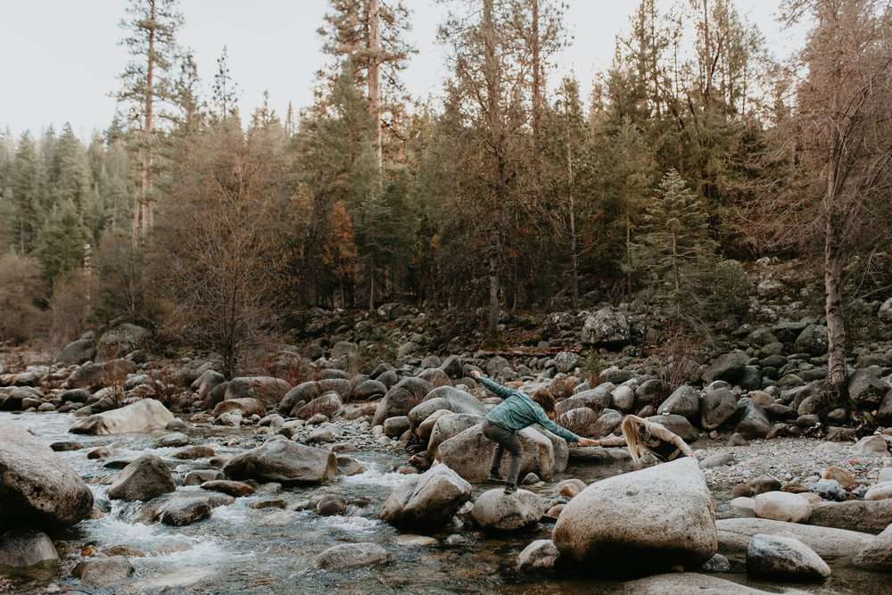 nicole-daacke-photography-yosemite-riverside-adventurous-engagement-photos-in-yosemite-national-park-elopement-photographer-weddings-travel-destination-wedding-eloping-elope-pine-forest-11.jpg