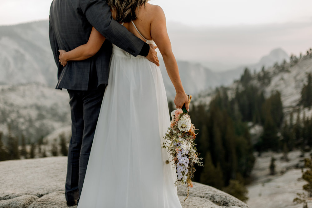 nicole-daacke-photography-yosemite-national-park-fall-elopement-adventurous-free-spirit-boho-bohemian-elopement-olmsted-point-yosemite-california-elope-adventure-elopement-photographer-40.jpg