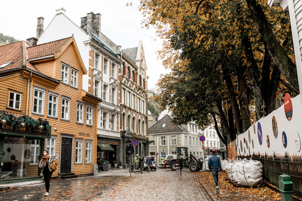 nicole-daacke-photography-norway-bergen-norway-in-a-nutshell-landscapes-elopement-photographer-photography-fall-october-norwegian-air-explore-adventure-5.jpg