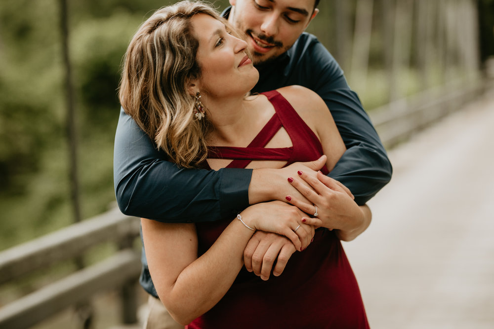 Nicole-Daacke-Photography-rock-state-park-overlook-king-queen-seat-maryland-hiking-adventure-engagement-session-photos-portraits-summer-bel-air-dog-engagement-session-12.jpg