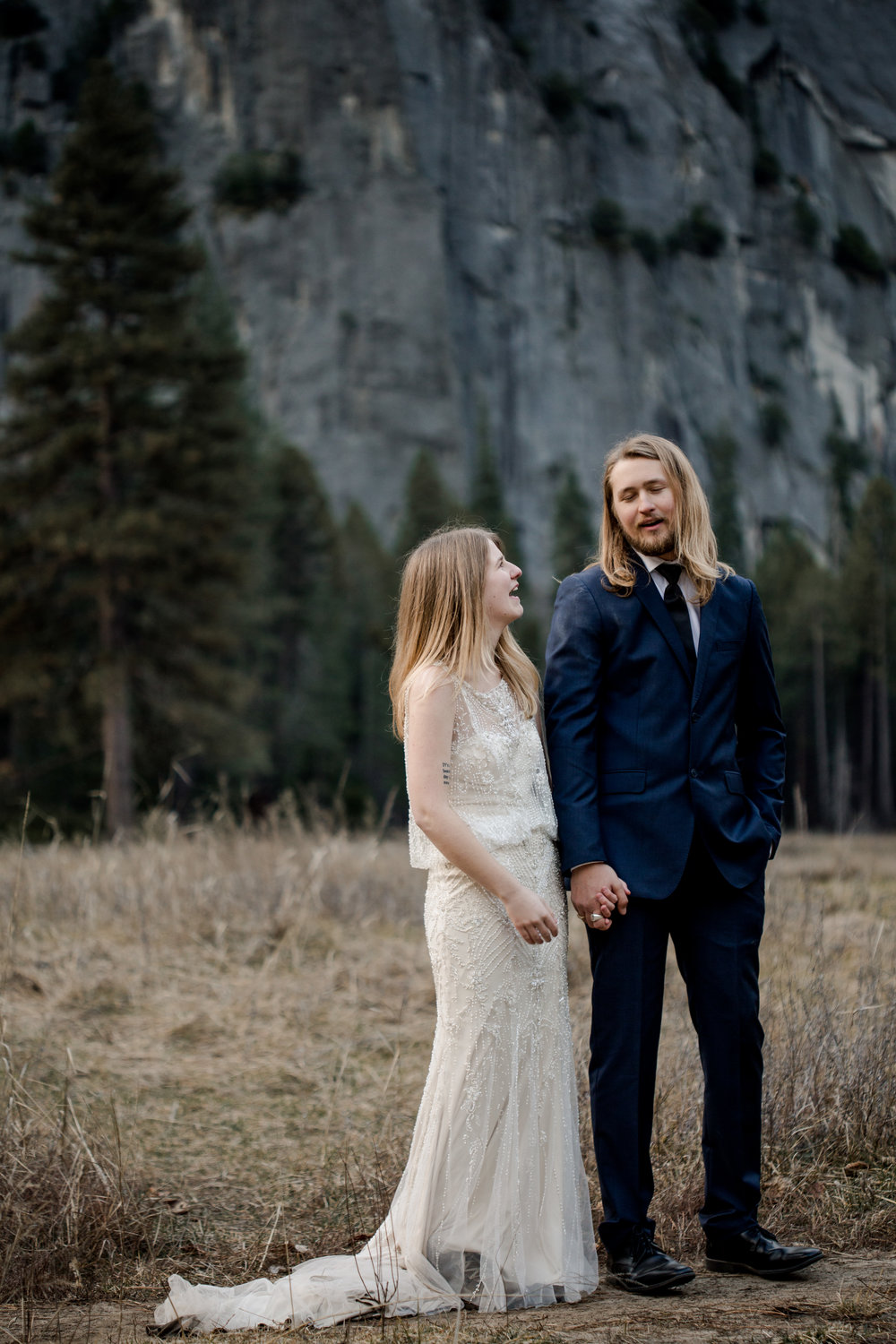 nicole-daacke-photography-yousemite-national-park-elopement-photographer-winter-cloud-moody-elope-inspiration-yosemite-valley-tunnel-view-winter-cloud-fog-weather-wedding-photos-64.jpg