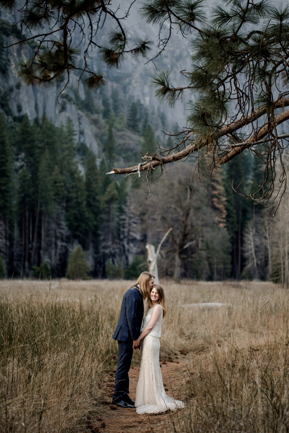 nicole-daacke-photography-yousemite-national-park-elopement-photographer-winter-cloud-moody-elope-inspiration-yosemite-valley-tunnel-view-winter-cloud-fog-weather-wedding-photos-74.jpg