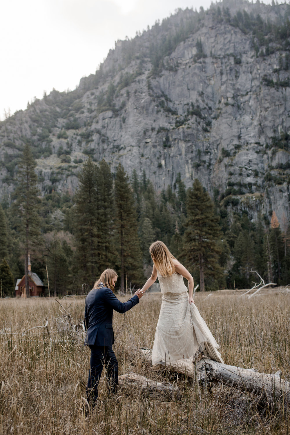 nicole-daacke-photography-yousemite-national-park-elopement-photographer-winter-cloud-moody-elope-inspiration-yosemite-valley-tunnel-view-winter-cloud-fog-weather-wedding-photos-84.jpg