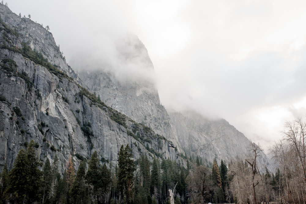 nicole-daacke-photography-yousemite-national-park-elopement-photographer-winter-cloud-moody-elope-inspiration-yosemite-valley-tunnel-view-winter-cloud-fog-weather-wedding-photos-85.jpg