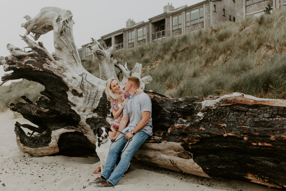 Nicole-daacke-photography-cape-kiwanda-foggy-adventure-session-engagement-session-anniversary-photos-oregon-coast-pacific-city-oregon-elopement-photographer-3.jpg