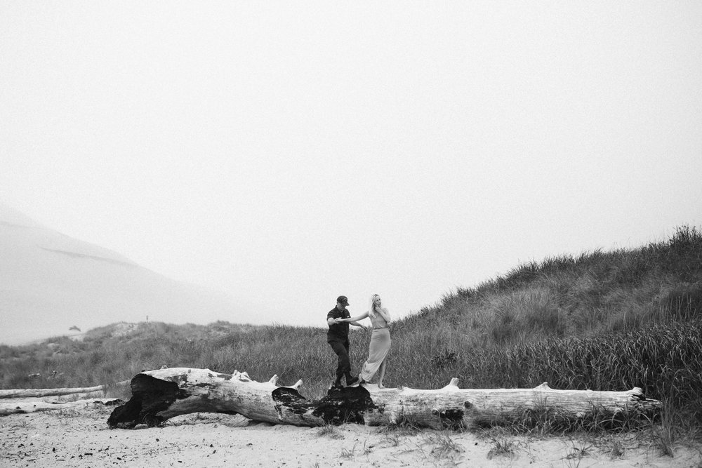 Nicole-daacke-photography-cape-kiwanda-foggy-adventure-session-engagement-session-anniversary-photos-oregon-coast-pacific-city-oregon-elopement-photographer-7.jpg