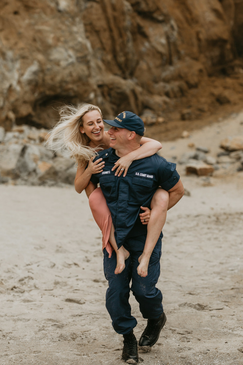 Nicole-daacke-photography-cape-kiwanda-foggy-adventure-session-engagement-session-anniversary-photos-oregon-coast-pacific-city-oregon-elopement-photographer-8.jpg