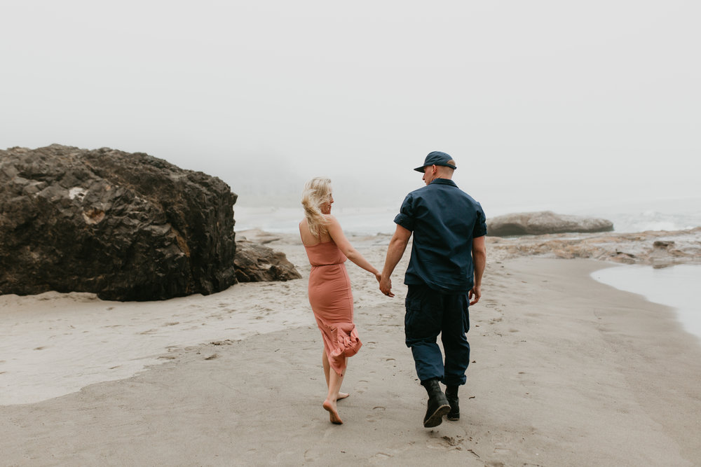 Nicole-daacke-photography-cape-kiwanda-foggy-adventure-session-engagement-session-anniversary-photos-oregon-coast-pacific-city-oregon-elopement-photographer-10.jpg