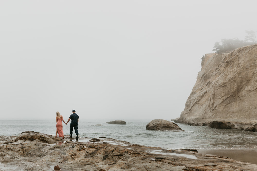 Nicole-daacke-photography-cape-kiwanda-foggy-adventure-session-engagement-session-anniversary-photos-oregon-coast-pacific-city-oregon-elopement-photographer-11.jpg