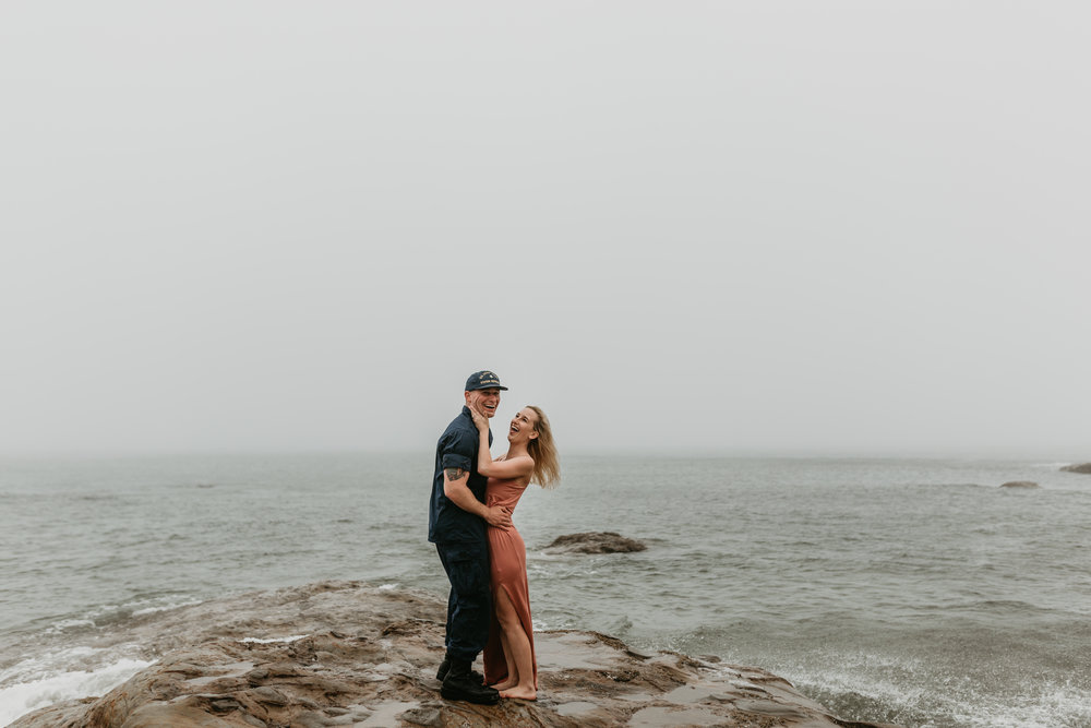 Nicole-daacke-photography-cape-kiwanda-foggy-adventure-session-engagement-session-anniversary-photos-oregon-coast-pacific-city-oregon-elopement-photographer-12.jpg