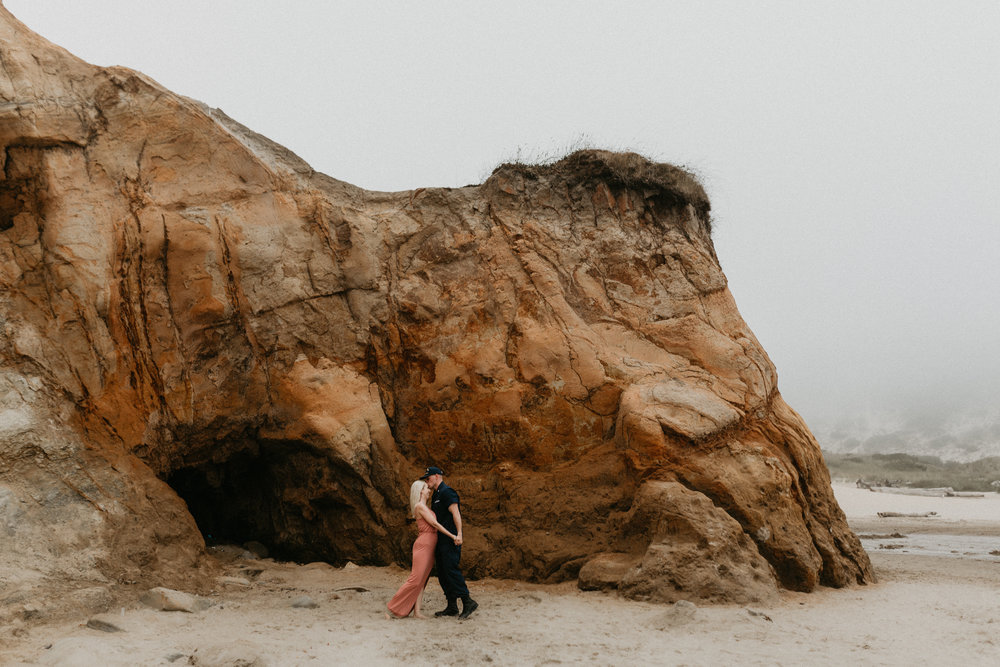 Nicole-daacke-photography-cape-kiwanda-foggy-adventure-session-engagement-session-anniversary-photos-oregon-coast-pacific-city-oregon-elopement-photographer-17.jpg