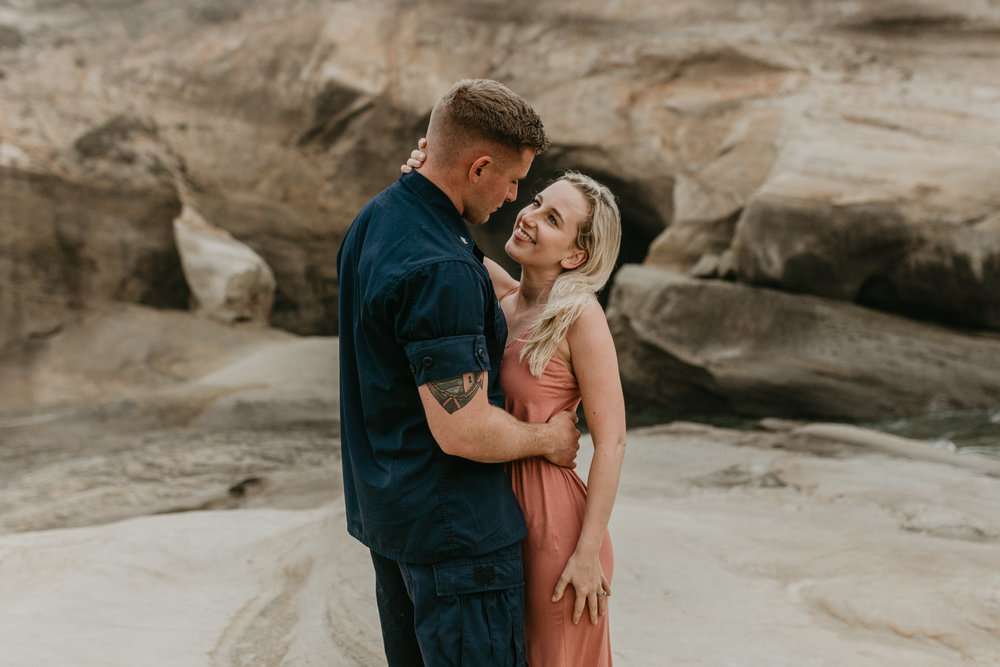 Nicole-daacke-photography-cape-kiwanda-foggy-adventure-session-engagement-session-anniversary-photos-oregon-coast-pacific-city-oregon-elopement-photographer-27.jpg