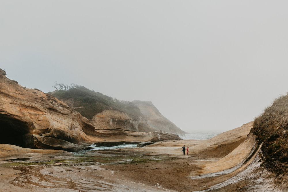 Nicole-daacke-photography-cape-kiwanda-foggy-adventure-session-engagement-session-anniversary-photos-oregon-coast-pacific-city-oregon-elopement-photographer-30.jpg
