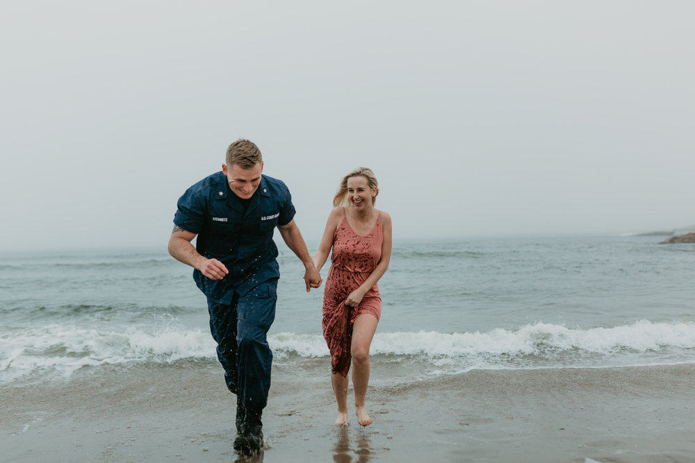 Nicole-daacke-photography-cape-kiwanda-foggy-adventure-session-engagement-session-anniversary-photos-oregon-coast-pacific-city-oregon-elopement-photographer-38.jpg