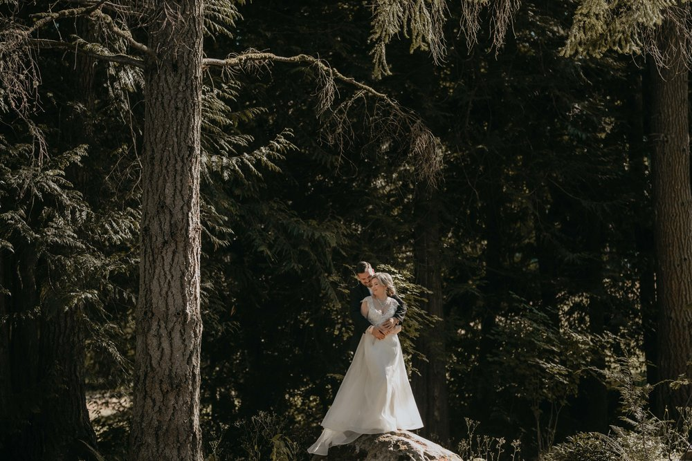 nicole-daacke-photography-kingston-house-bainbride-washington-wedding-photography-summer-wedding-lavendar-field-pacific-northwest-wedding-glam-forest-elopement-photographer-60.jpg