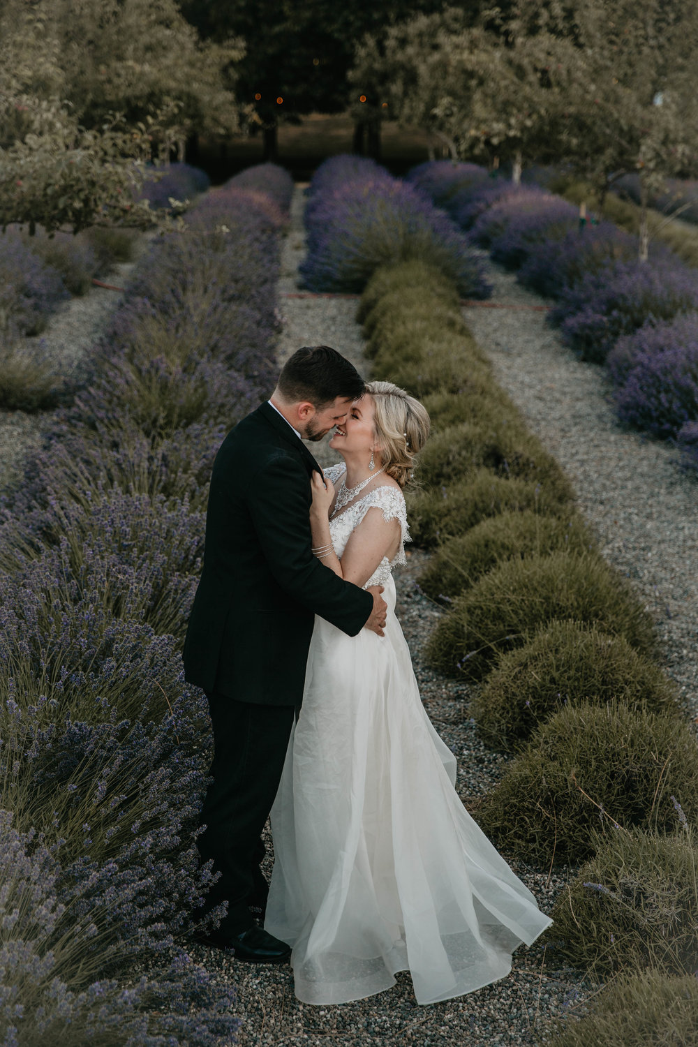 nicole-daacke-photography-kingston-house-bainbride-washington-wedding-photography-summer-wedding-lavendar-field-pacific-northwest-wedding-glam-forest-elopement-photographer-74.jpg