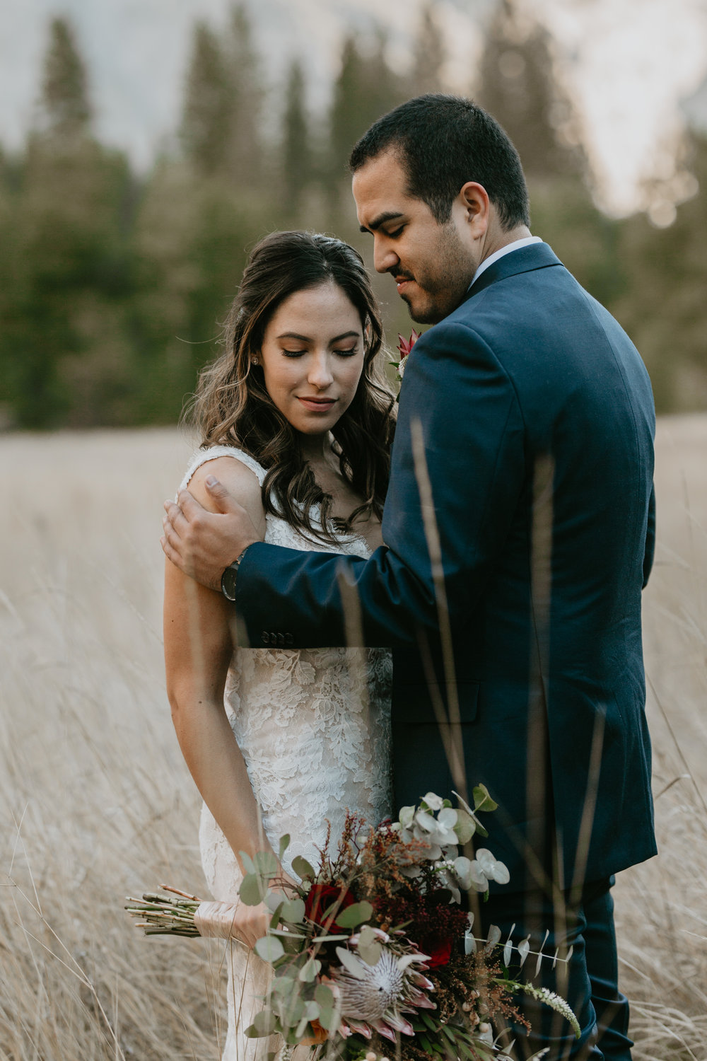 nicole-daacke-photography-intimate-elopement-wedding-yosemite-national-park-california-taft-point-sunset-photos-yosemite-valley-tunnel-view-first-look-sunrise-golden-granite-hiking-adventure-wedding-adventurous-elopement-photographer-9.jpg