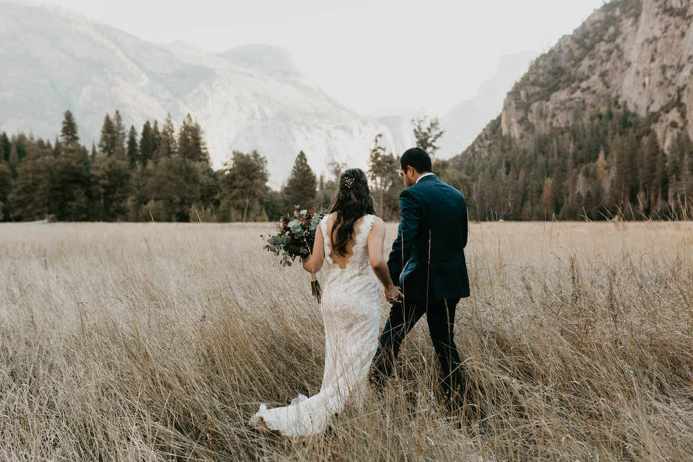 nicole-daacke-photography-intimate-elopement-wedding-yosemite-national-park-california-taft-point-sunset-photos-yosemite-valley-tunnel-view-first-look-sunrise-golden-granite-hiking-adventure-wedding-adventurous-elopement-photographer-11.jpg